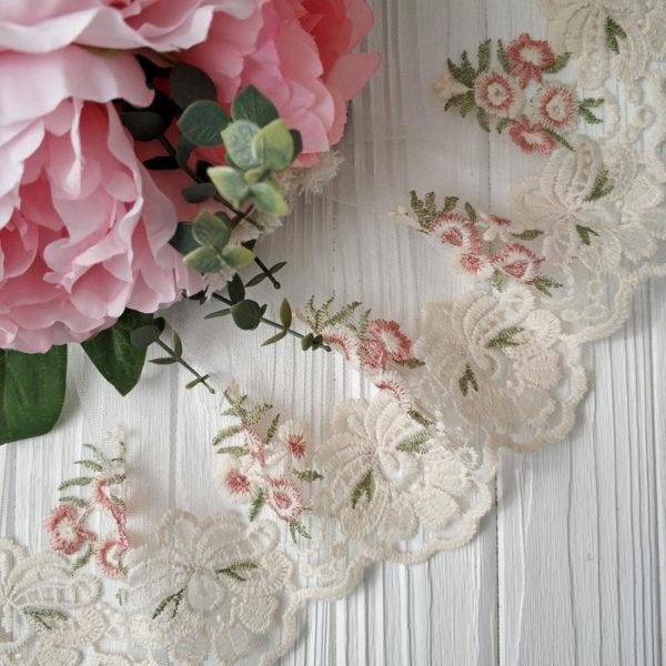 кружево на сетке розовые цветы и молочная кайма