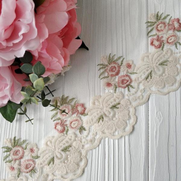 кружево на сетке розовые цветы и молочная кайма2