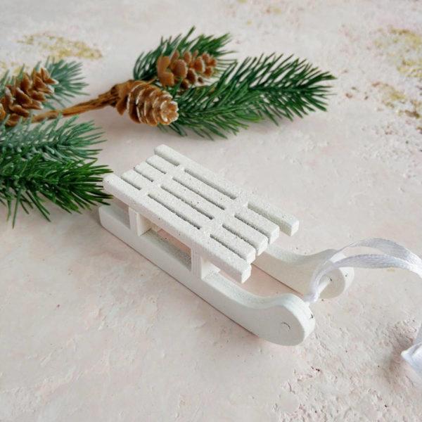 санки деревянные белые