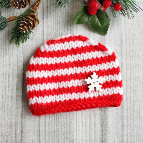 шапочка полосатая бело-красная с белой снежинкой