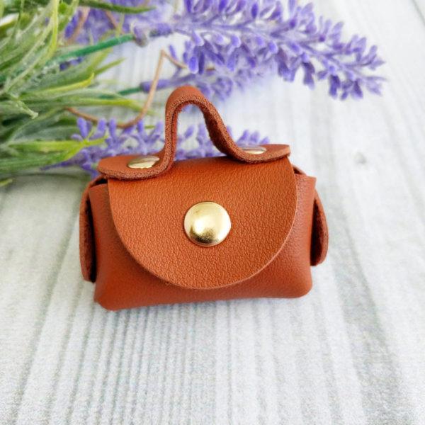 сумка малая на кнопке коричневая