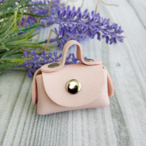 сумка малая на кнопке светло-розовая