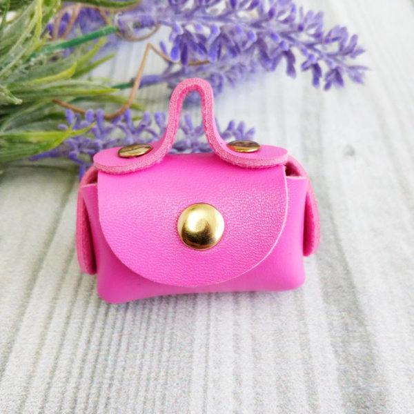 сумка малая на кнопке ярко-розовая
