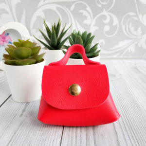 сумка на кнопке красная