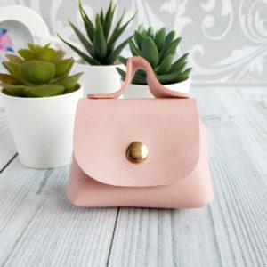 сумка на кнопке пудрово-розовая