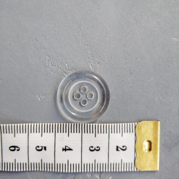 пуговица прозрачная 2см на четыре прокола с линейкой
