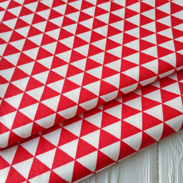 сатин треугольники бело-красные