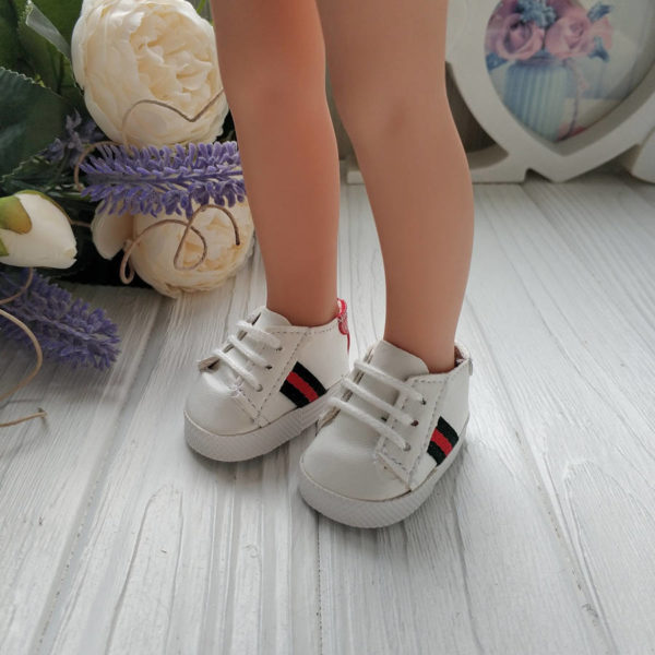 кроссовки белые с зелено-красной полосой на ногах
